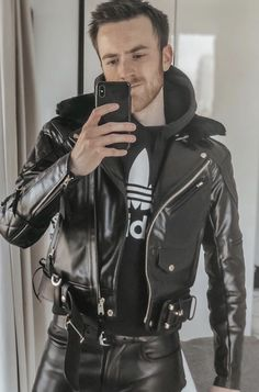 Precious Tips for Outdoor Gardens - Modern Mens Leather Pants, Tight Leather Pants, Leather Jacket Outfits, Motard Sexy, Sexy Men, Sexy Guys, Leather Fashion, Mens Fashion, Motorcycle Outfit