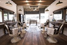 Baxter Finley Barber & Shop (Los Angeles) - Clothing store or Barber Shop Modern Barber Shop, Best Barber Shop, Barber Shop Interior, Barber Shop Decor, Barber Shop Vintage, Home Design, Design Salon, Salon Interior Design, Interior Decorating