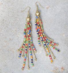 beaded earrings how to make Seed Bead Jewelry, Bead Jewellery, Seed Bead Earrings, Diy Earrings, Hoop Earrings, Ethnic Jewelry, Beaded Earrings Patterns, Beaded Bracelets, Homemade Jewelry