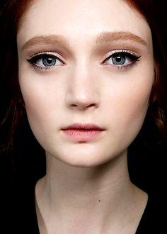 Khắc phục 4 khuyết điểm dáng mắt cực nhanh với eyeliner và mascara - Kenh14.vn