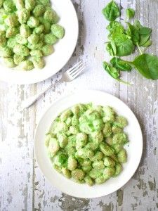 """gnocci with """"creamy"""" spinach sauce (no cream!)"""