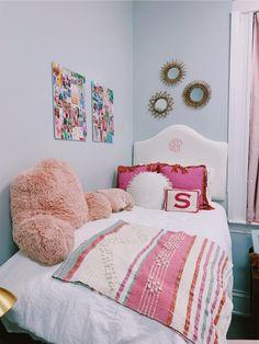 See more of sashsklarov's content on VSCO. Cute Room Ideas, Cute Room Decor, Teen Room Decor, Room Ideas Bedroom, Bedroom Inspo, Dorm Room Designs, College Room, Aesthetic Room Decor, Cozy Room