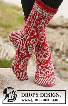 Winter Rose Socks / DROPS – Free knitting patterns from DROPS Design – socken stricken Drops Design, Knitting Patterns Free, Free Knitting, Crochet Patterns, Free Pattern, Knit Mittens, Knitting Socks, Magazine Drops, Drops Patterns