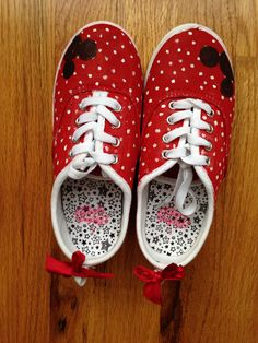 Disney Minnie Mouse kids painted canvas shoes with a Minnie Mouse signature and red blows