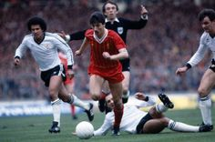 Ian Rushes waltzes past the Man Unites midfield during the 1983 League Cup Final. #LFC