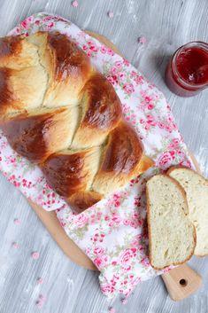 Hallo Ihr Lieben ❤️ Der Hefezopf ist ein köstlicher Klassiker und für Genießer das perfekte Frühstück. Hier ist der für uns weltbeste Hefezopf der Welt 😍 Einfach sooooo wunderbar fluffig, butterwei…
