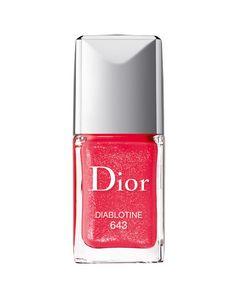 'Dior Vernis'. laca de uñas en el tono 'Diablotine', rojo con destellos. De Dior.