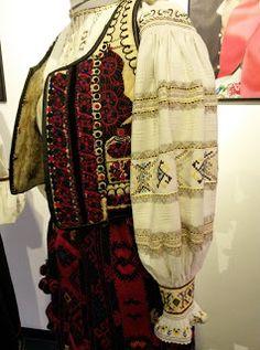 *etnobiblioteca*: Muzeul Satului - Un veac de frumusețe Folk Costume, Costumes, Folk Embroidery, Moldova, Romania, Kimono Top, Country, Blouse, Inspiration