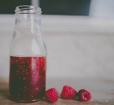 This is a simple Raspberry Simple Syrup Recipe that is perfect for adding to lemonade, iced tea, cocktails, or on top of ice cream! Tea Recipes, Real Food Recipes, Cooking Recipes, Fruit Recipes, Drink Recipes, Summer Drinks, Fun Drinks, Beverages, Tea Cocktails