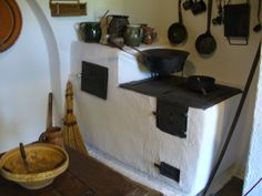 Hungarian old peasant kitchen Hungary Old Kitchen, Rustic Kitchen, Moomin House, Vintage Stoves, Antique Stove, Outdoor Oven, Stove Oven, Rocket Stoves, Hungarian Recipes