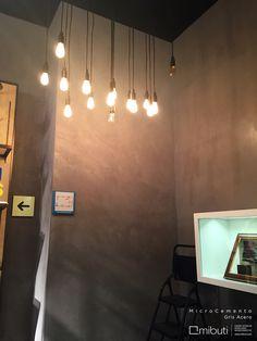 """Detalle Proyecto en """"Belt Bar"""" en Fontanar Centro Comercial un concepto único en la nueva tienda Arturo Calle Leather que ofrece a sus clientes la posibilidad de diseñar su cinturón en cuestión de minutos, del mismo modo revestimientos como MicroCemento permite renovar un espacio en poco tiempo con diferentes opciones de color y acabados. #Paredes en #MicroCemento color gris acero en @ARTURO CALLE"""