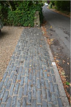 driveway landscaping Most Popular Modern Driveway Paving Ideas and Layouts Front Garden Ideas Driveway, Modern Driveway, Driveway Design, Driveway Entrance, Driveway Apron, Cobbled Driveway, Driveway Paving, Driveway Landscaping, Modern Landscaping