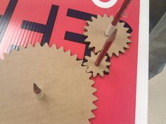 Cardboard gears on coroplast Stem For Kids, Diy For Kids, Crafts For Kids, Stem Projects, Projects For Kids, Pulleys And Gears, Maker Fun Factory Vbs, Instrument Craft, Robot Theme