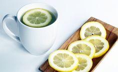 Detox od samého rána:  Před snídaní a kávou: teplá voda s citronovou šťávou  =100% pročištění organismu!  Teplá voda postoupí rovnou do střev a pomůže odstranit látky z předešlého dne.  idejte zázvor a med a podpoříte lymfu a imunitu