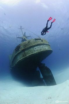 The Kittiwake in Grand Cayman. I wanna scuba dive sooo bad ! Under The Water, Under The Sea, Grand Cayman, Abandoned Ships, Abandoned Places, Bateau Yacht, Ghost Ship, Deep Blue Sea, Underwater Photography