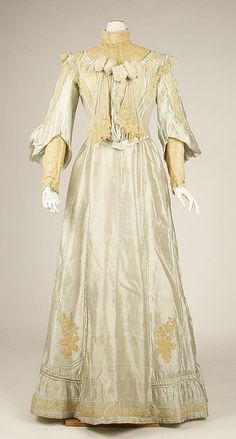 Dress, silk taffeta trimmed with chiffon and lace, 1902-05, American. Metropolitan Museum of Art accession no. C.I.45.79.57a–c