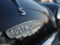 Austin Mini Cooper S Picture Car Badges, Car Logos, Auto Logos, Classic Mini, Classic Cars, Mini Morris, Austin Cars, Car Hood Ornaments, Automobile