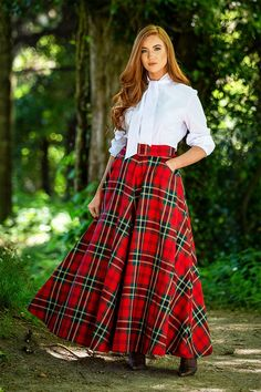 Great Scot is a rapidly growing business retailing vintage inspired classics rendered primarily in Scottish Tartans & British Tweeds. Tartan Skirt Outfit, Plaid Skirts, Skirt Outfits, Scottish Women, Scottish Fashion, Tartan Fashion, Fashion Outfits, Fall Fashion, Traditional Scottish Clothing