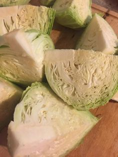 Do you have cabbage in your garden you need to preserve? Instead of trying to cook it all now, learn how to freeze fresh cabbage heads. It's easy! Freezing Cabbage, Freezing Fruit, Freezing Vegetables, Canning Vegetables, Cooked Cabbage, Frozen Vegetables, Canning Cabbage, Freezing Cilantro, Canning Beans