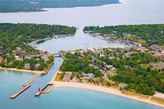 Farm-to-table restaurants, award-winning wineries  and fabulous resorts dot the shore from Traverse City through Charlevoix and Petoskey to Harbor Springs in the northwestern corner of Michigan's Lower Peninsula.