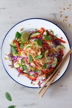 Asian vermicelli noodles (V GF). This vermicelli noodle salad comes together in less than 20 minutes full of flavor and texture vegan gluten free. Vermicelli Salad, Vermicelli Noodles, Vermicelli Recipes, Healthy Salads, Healthy Recipes, Vegetarian Recipes, Asian Salads, Eating Raw, Healthy Eating