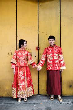 Keeping it cool in kua amos and laura 39 s engagement shoot for Traditional chinese wedding dress hong kong
