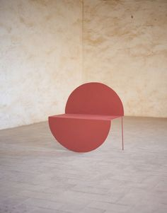 The La Redonda Chair's Design Plays with a Two-Dimensional Circle - Design Milk #ChairDesign