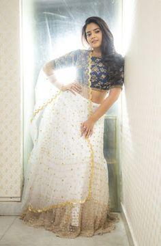 Beautiful Girl Indian, Beautiful Indian Actress, Girl Photo Poses, Girl Photos, Oscars Red Carpet Dresses, Oscar Fashion, Tamil Girls, Hollywood Heroines, Designer Party Wear Dresses