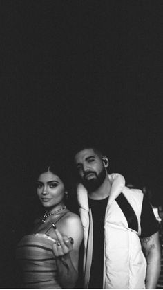 Kylie Jenner and Drake wallpaper Drake Rapper, Beyonce, Nimo Rapper, In My Feelings, Drake Wallpapers, Iphone Wallpapers, Iphone Backgrounds, Live Wallpapers, Kylie Jenner Fotos
