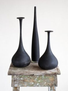 great contrast between the sleek ceramics and the rustic stand