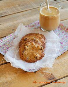 Cookies de chocolate blanco, pistachos y arándanos   MI COCINA NARANJA   Bloglovin' Chocolate Blanco, Cupcake Cookies, Cookie Recipes, Pancakes, Bread, Breakfast, Food, Pistachio, Sweet Recipes
