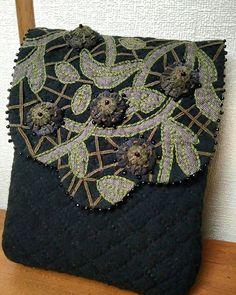 Quilting and patchwork в Instagram: «Что у меня с инстаграмом? Подскажите! Приходится повторно писать тексты, т. К. Сразу не отображаются!!! Безобразие! 😠 Вторая сумочка…» Japanese Patchwork, Japanese Bag, Quilted Handbags, Shoulder Bag, Quilts, Sewing, Creative, Fashion, Moda