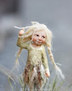 One of a kind miniature artdoll Elfriede by Tatjana Raum dollhouse size Forest Creatures, Woodland Creatures, Magical Creatures, Fantasy Creatures, Clay Dolls, Felt Dolls, Baby Fairy, Fairy Art, Fairy Dolls