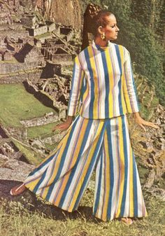 Fashion in the 1960s has changed: many more colors!