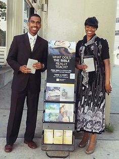 Detroit, Michigan, USA - Publicly sharing the Good News of God's Kingdom with others. Visit JW.org. Webstagram photo shared by @dbwhite2 #literature_cart http://clnpstr.com/litcart