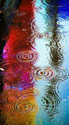 A particularly vibrant puddle in Times Square. Photo by Ben Orlansky Rainy Night, Rainy Days, Night Time, I Love Rain, Singing In The Rain, Foto Art, Rain Drops, Dew Drops, Oeuvre D'art