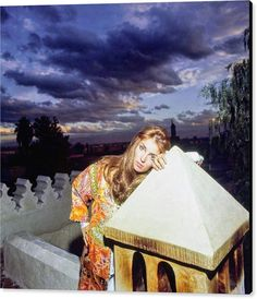 Talitha Getty Bohemian Chic Fashion, Vintage Fashion, Palestinian Wedding, Talitha Getty, Best Photo Poses, The Magicians, Terrace, Cool Photos, Scene