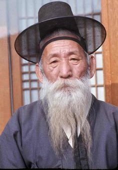 Cheongju Oldster, Korea (1975) Korean old traditional outfit for a man