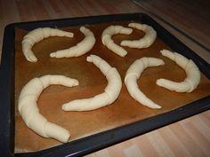 Kelesztés nélküli kifli recept lépés 7 foto Macarons, Bakery, Bread Store, Macaroons, Bakery Business