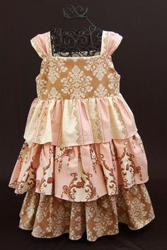 Vintage Bunny Damask Ruffle Dress........Sizes 6m 12m por SadoInc