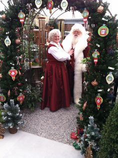 *Noël*Mr & Mrs Claus came to Countryside Christmas Couple, The Night Before Christmas, Father Christmas, All Things Christmas, Vintage Christmas, Christmas Cards, Christmas Decorations, Christmas Trees, Santa Claus Movie