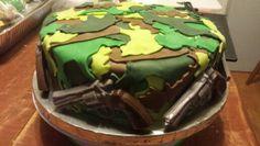 Camo Vermont gun cake