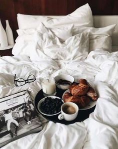 Super Breakfast In Bed Photography Coffee Lazy Sunday Ideas - Dairy-Free: Eat Breakfast! Morning Breakfast, Breakfast In Bed, Sunday Morning Coffee, Saturday Morning, Breakfast Photography, Food Photography, White Photography, Cafe Rico, Photo Café