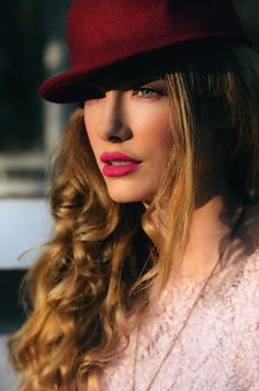 Rose quartz : #fashion #fashionblogger #makeup #pinkeyes #pink #softpink #catears #hatears #marsala #rosequartz #colours2016 #fashionista #outfit #jinglebells #winteroutfit #fairy #hat #winter #ootd Winter Ootd, Winter Outfits, Pink Eyes, Marsala, Jingle Bells, Rose Quartz, Fairy, Hat, Makeup