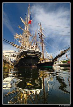 """Le """"Belem"""" et la """"Recouvrance"""", orgueil de la flotte patrimoniale de Bretagne à Lorient   Flickr Le Belem, Old Sailing Ships, Brittany France, Wooden Ship, Sand And Water, Yacht Boat, Tug Boats, Sail Away, Tall Ships"""