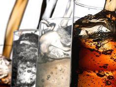 7 cosas que pasan cuando dejas de tomar refresco.Además de perder peso, te verás joven y te enfermarás menos  De acuerdo con los editores de Eat This, Not That!, el dejar de tomar refrescos tiene sus beneficios, más allá de bajar de peso, su investigación encontró siete cosas asombrosas que pasan cuando ya no tomamos refresco.   1. Tendrás menos hambre