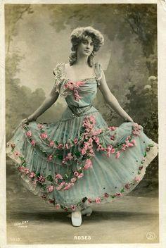 Vintage French hand tinted photo postcard - Lady with pink roses on her dress - Victorian Paper Ephemera Éphémères Vintage, Vintage Girls, Vintage Beauty, Vintage Prints, French Vintage, Vintage Photos Women, Vintage Pictures, Vintage Photographs, Vintage Images