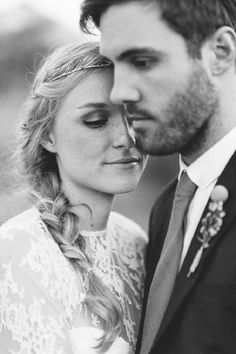 Love Made Visible Photography coiffure mariée, bride, mariage, wedding, hair, hairstyle, braid, updo, chignon, tresse, couronne fleurs, headband
