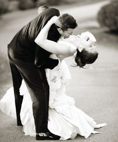 Must have wedding shot of bride and groom