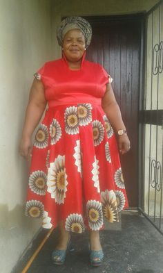 African Dresses For Women, African Attire, African Traditional Dresses, African Fashion, New Dress, Women's Clothing, Alice, Sari, Mom